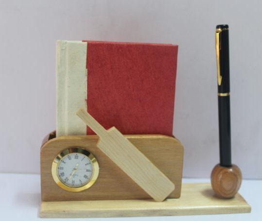 Wooden Bat pen stand